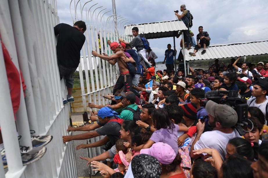 Les migrants honduriens, qui fuient la misère et... (Photo PEDROPARDO, AFP)