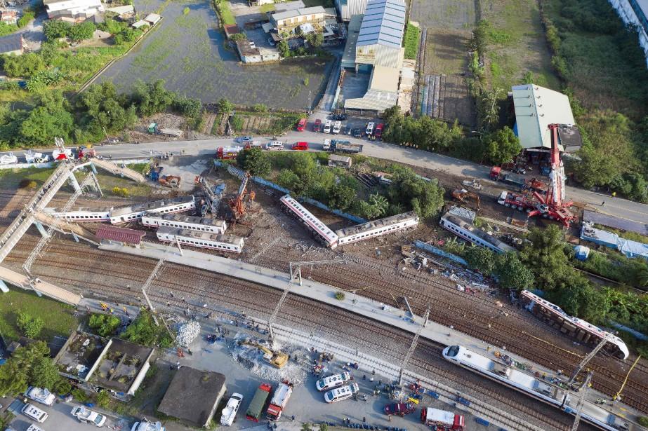 Le train express Puyuma transportait plus de 366... (Photo DANIEL SHIH, Agence France-Presse)