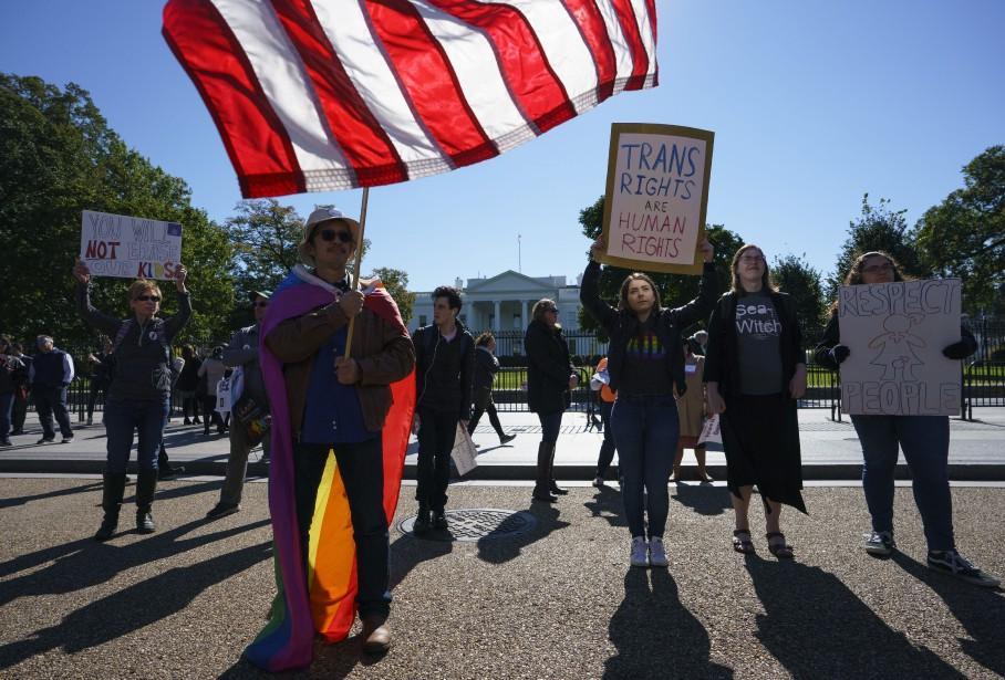 Des militants des droits de l'Homme ont manifesté... (PHOTO AP)