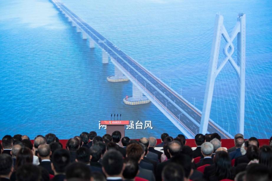 «Je déclare officiellement ouvert le pont Hong Kong-Zhuhai-Macao»,... (PHOTO AFP)