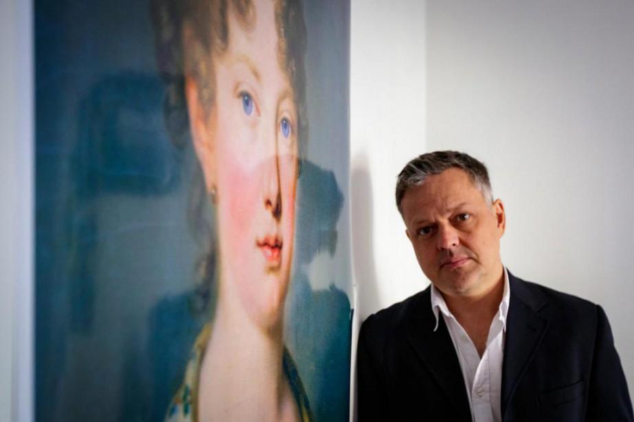 ÉricDupont devant le portrait de Léopoldine... (Photo OlivierJean, La Presse)