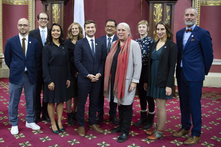 Les 10 députés de Québec solidaire lors de... (Photo Jacques Boissinot, La Presse canadienne)