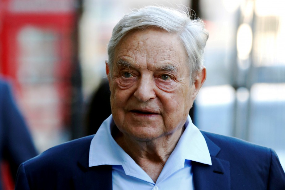 George Soros, 88 ans, ne se trouvait pas chez... (Photo Luke MacGregor, archives REUTERS)