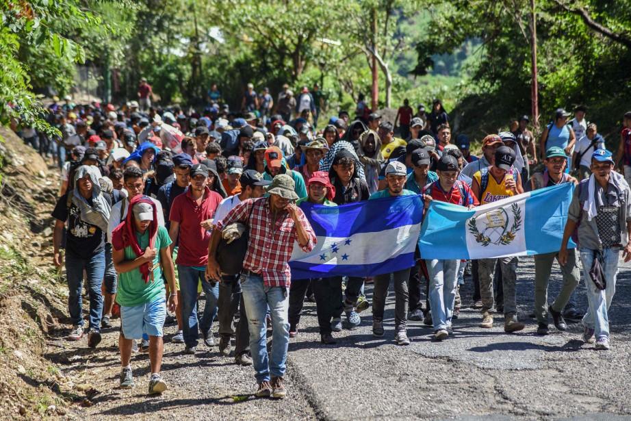 Cette «caravane» de migrants est envoyée «vers le... (PHOTO AFP)
