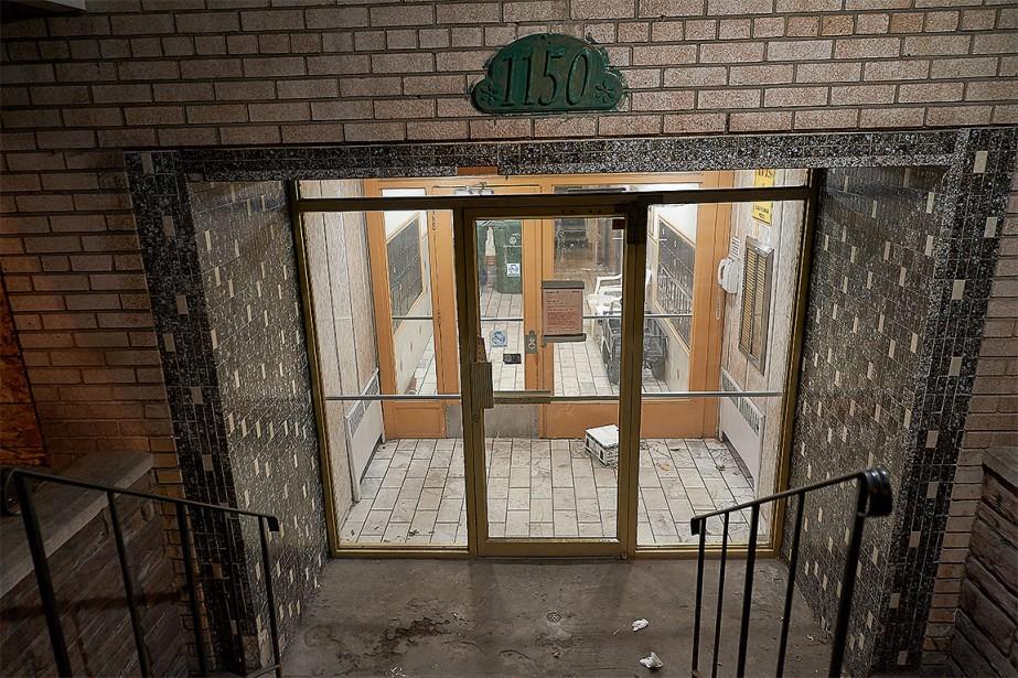 L'immeuble situé au 1150, rue Marie-Anne Est, dans...