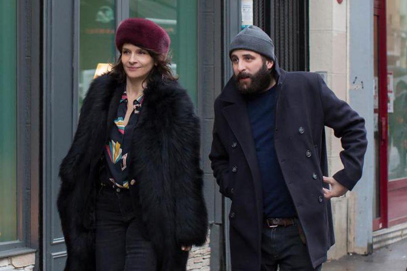 Juliette Binoche et Vincent Macaigne dans Doubles vies,... (Photofournie parAxia Films)