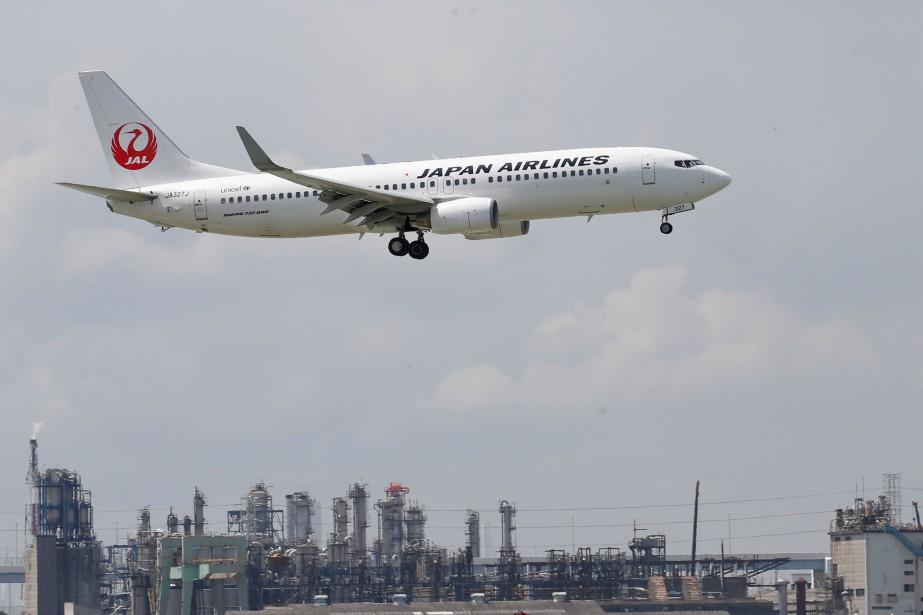 Un avion de Japan Airlines près de l'aéroport... (Photo Kim Kyung Hoon, REUTERS)