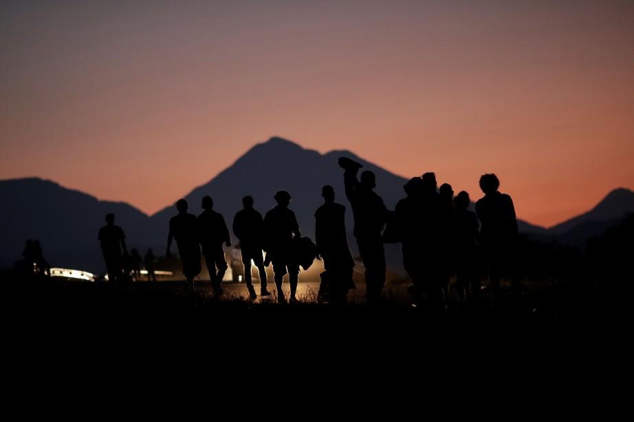La «caravane» d'environ 2000 migrants est partie le... (Photo UESLEI MARCELINO, REUTERS)