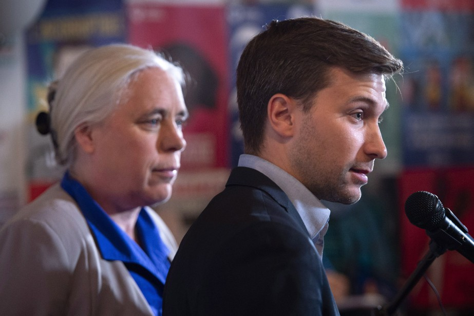 Les co-porte-parole de Québec solidaire, Manon Massé et... (Photo Paul Chiasson, La Presse canadienne)
