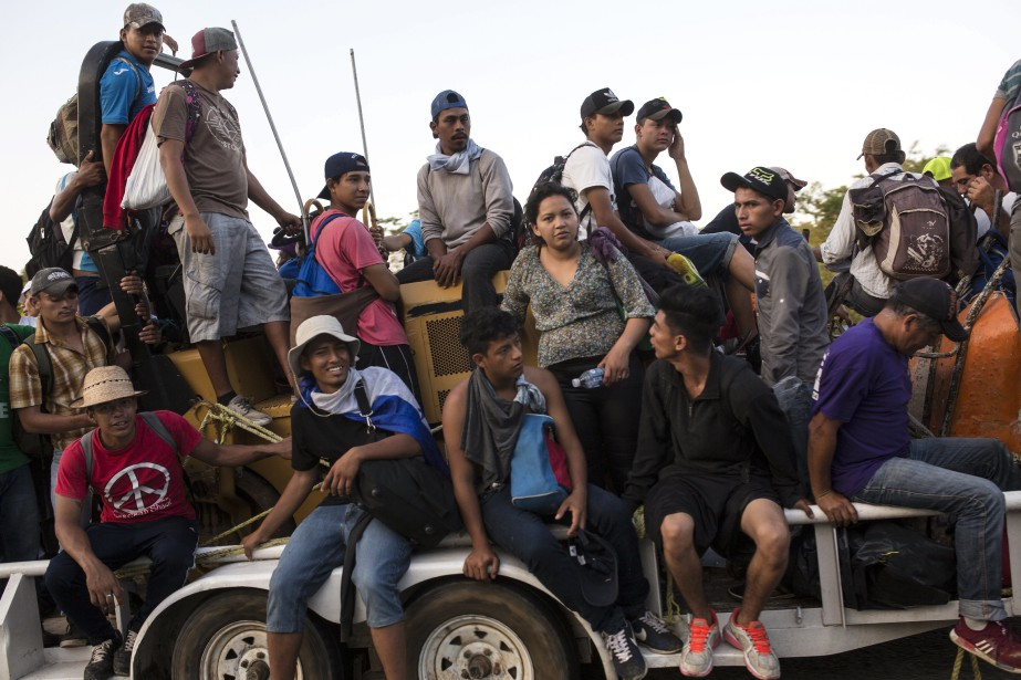 La «caravane» a déjà parcouru environ 100 kilomètres... (PHOTO AP)