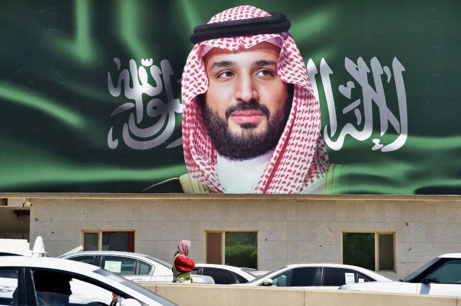 Un portrait deMohammed ben Salmane esta ffiché dans... (PHOTO AFP)