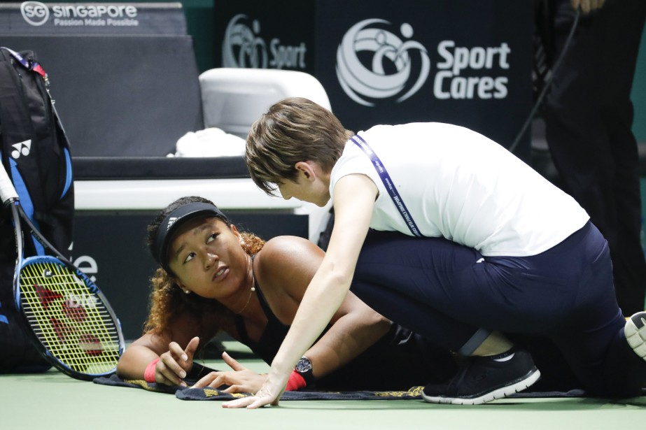 Naomi Osaka a abandonné durant son match contre... (Photo Vincent Thian, Associated Press)