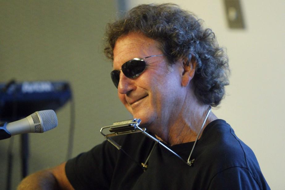 Tony Joe White lors d'un spectacle au Americana... (Photo ED RODE, archives AFP)