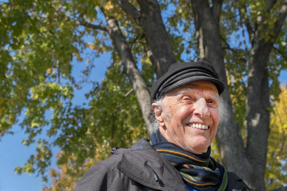 GillesVigneault, qui célébrera ses 90ans samedi, lance cet... (Photo RobertSkinner, La Presse)