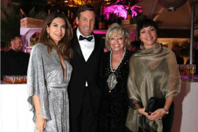 Nancy Paquet (à droite) et Ronald Dahms, accompagnés... (Photo fournie par la Fondation)