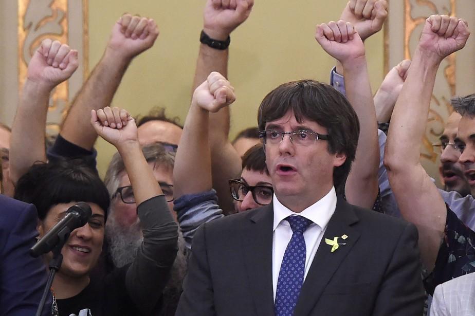 L'ancien président catalan Carles Puigdemont... (Photo JOSEP LAGO, AFP)