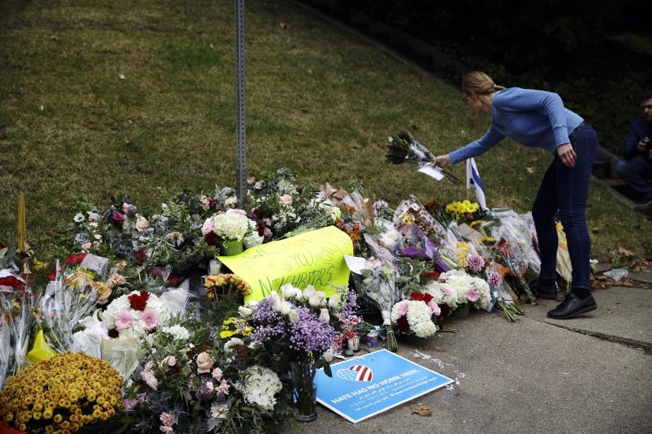 L'attaque perpétrée par l'antisémite Robert Bowers a coûté... (Photo Matt Rourke, AP)