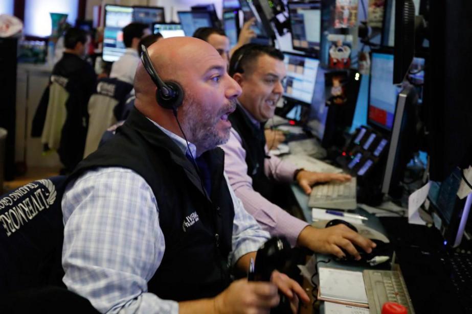 La tendance historique en Bourse suggère que la... (photoRichard Drew, associated press)