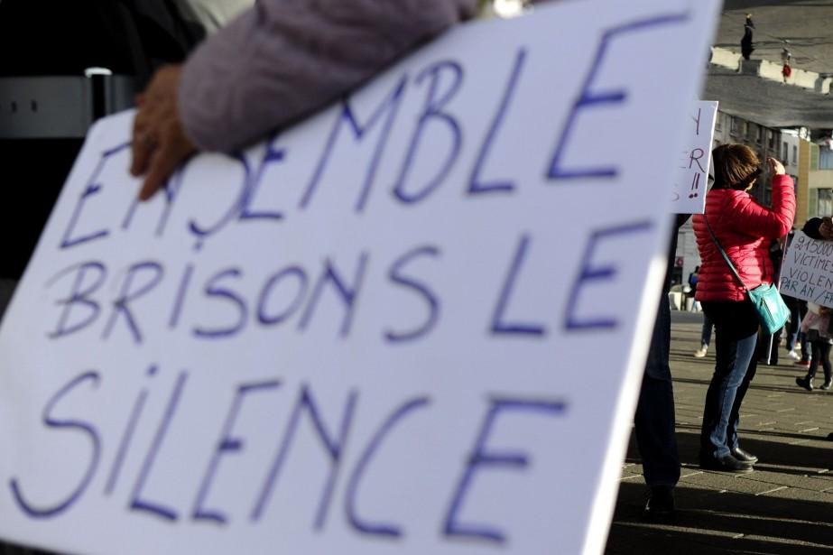 Le mouvement #moiaussi a été lancé il y... (Photo FRANCK PENNANT, archives AFP)