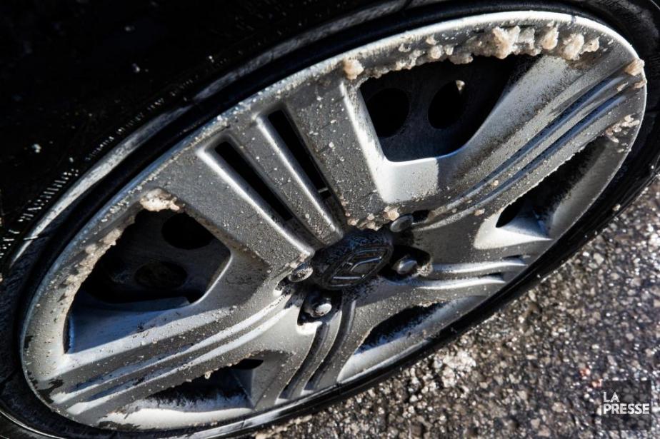 Les automobilistes ont jusqu'au 15décembre pour chausser leurs... (Photo Olivier PontBriand, archives La Presse)