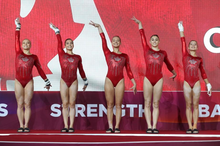 Les gymnastes canadiennes ont terminé au pied du... (Photo KARIM JAAFAR, AFP)