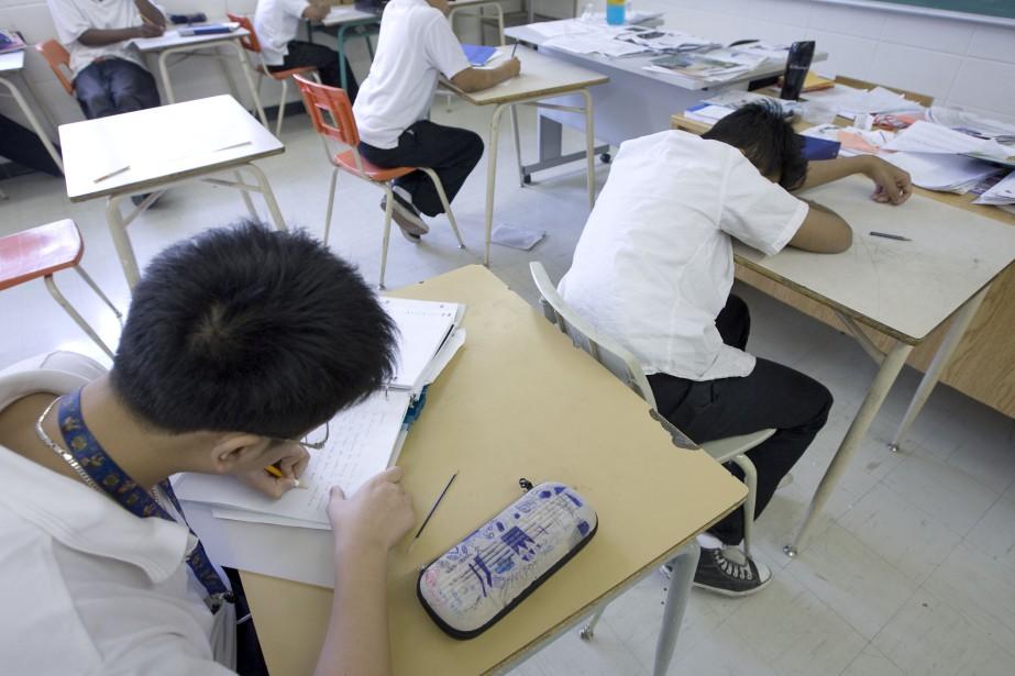 En examinant tous les élèves à la fin... (Photo Alain Roberge, archives la presse)