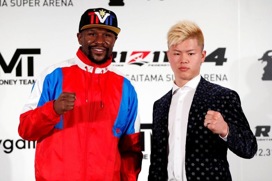 Floyd Mayweather fils et Tenshin Nasukawa... (Photo ISSEI KATO, REUTERS)