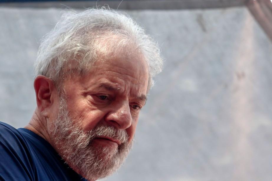 Luiz Inacio Lula da Silva purge depuis le... (Photo MIGUEL SCHINCARIOL, archives Agence France-Presse)