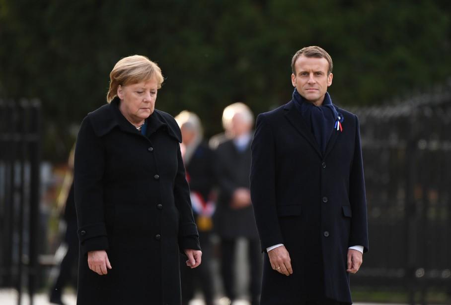 La chancelière allemande Angela Merkel et le président... (Photo ALAIN JOCARD, Agence France Presse)