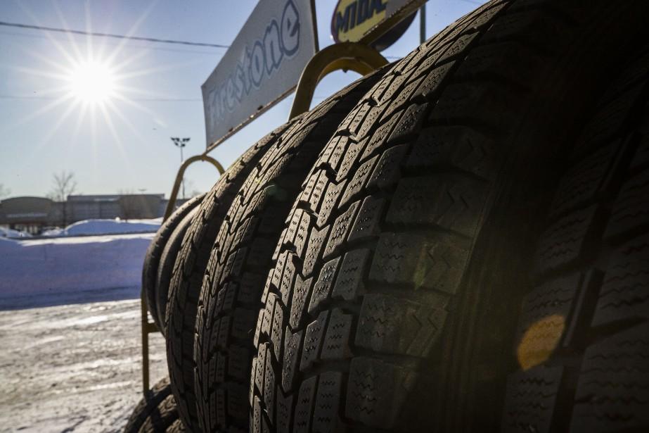 Selon la loi, les automobilistes ont jusqu'au 15décembre... (Photo Olivier PontBriand, Archives La Presse)