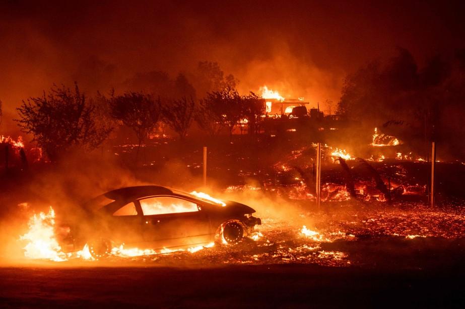 En moins de 12heures, le feu avait tout... (Photo JOSH EDELSON, Agence France-Presse)