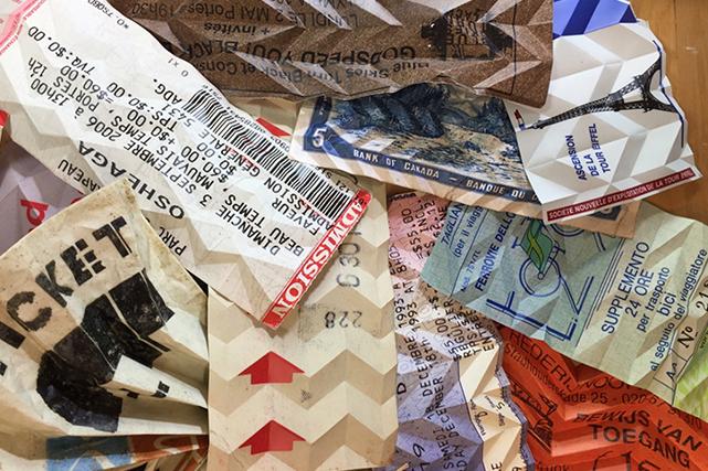 L'artiste plieur de papier s'inspire de tous ces billets, reçus, titres de transport et coupons qu'on accumule et qui sont en quelque sorte des témoins de notre quotidien. (Jason Cantoro)