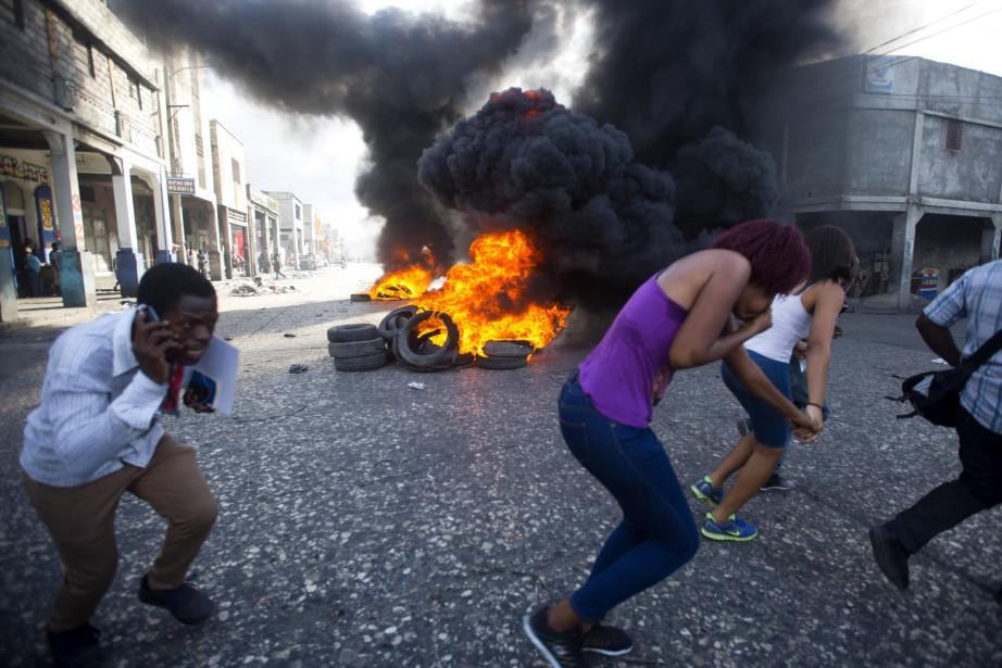 L'appel à manifester, lancé par plusieurs organisations de... (PHOTO AP)