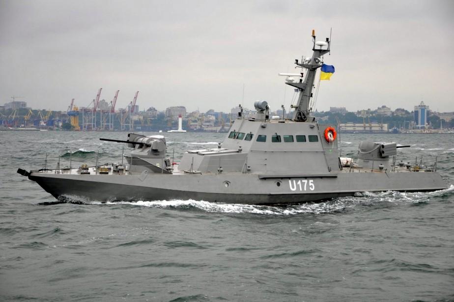 Une des navires ukrainiens capturés, le Berdyansk, au... (ARCHIVES REUTERS)