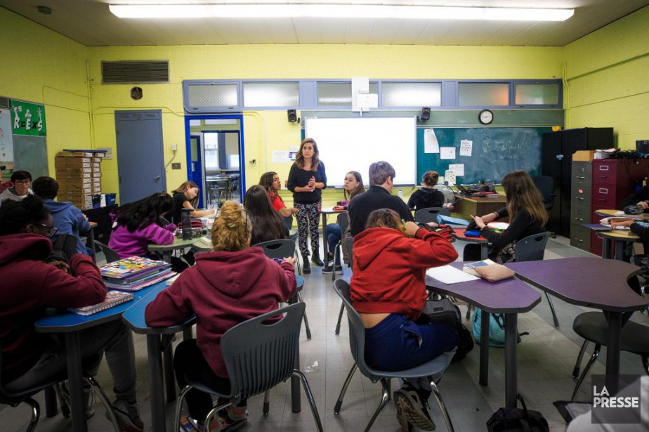 Marie-Jacques Sabri enseigne le français à l'école secondaire... (Photo Olivier PontBriand, La Presse)