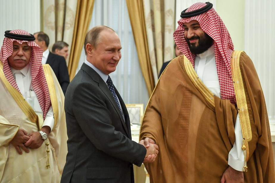 Vladimir Poutine et le prince héritier saoudien Mohammed... (Photo Yuri Kadobnov, archives Associated Press)