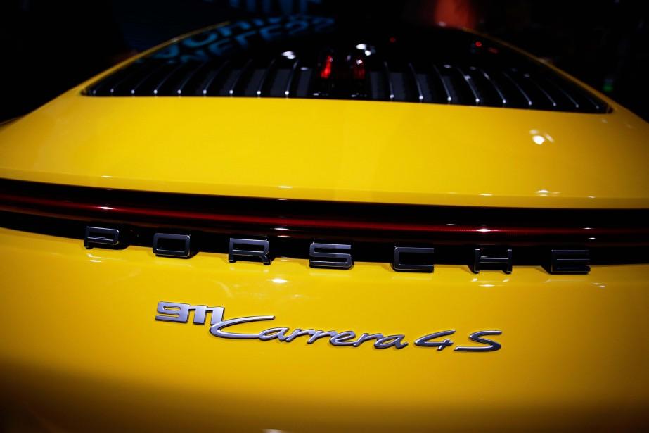 La Porsche 911 Carrera 4S à rouage intégral peut atteindre 306 km/h. (REUTERS)