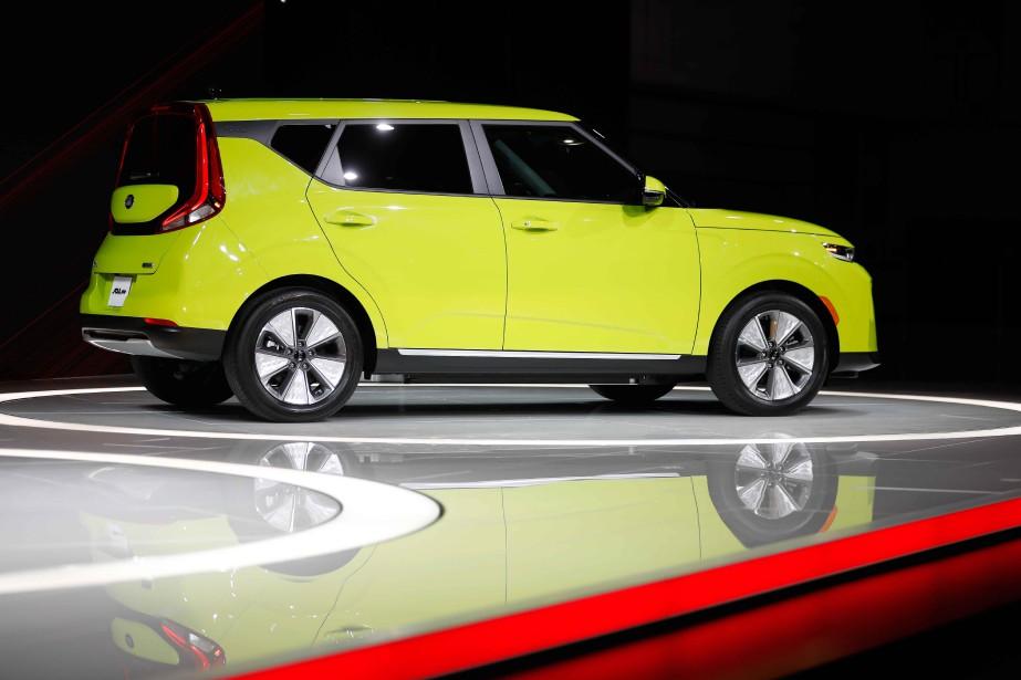 La Kia Soul Éco 2020 tout électrique lors de sa présentation au Salon de l'auto de Los Angeles. (REUTERS)