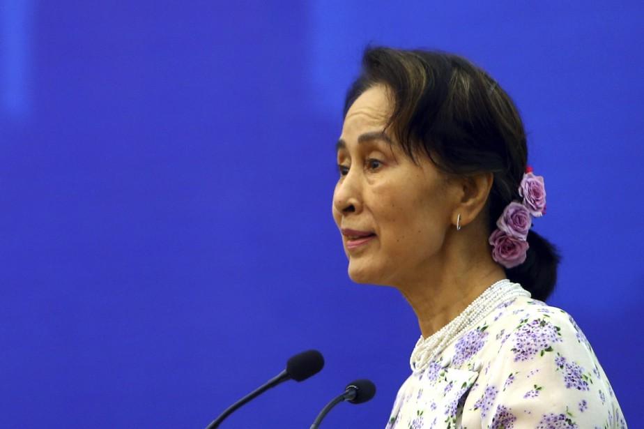 Les gestes symboliques se multiplient à l'encontre d'Aung... (Photo Aung Shine Oo, Associated Press)