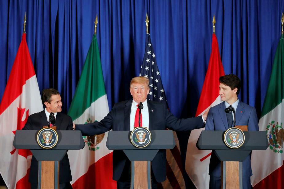 Donald Trump, le premier ministre Justin Trudeau et... (Photo ANDRES STAPFF, REUTERS)