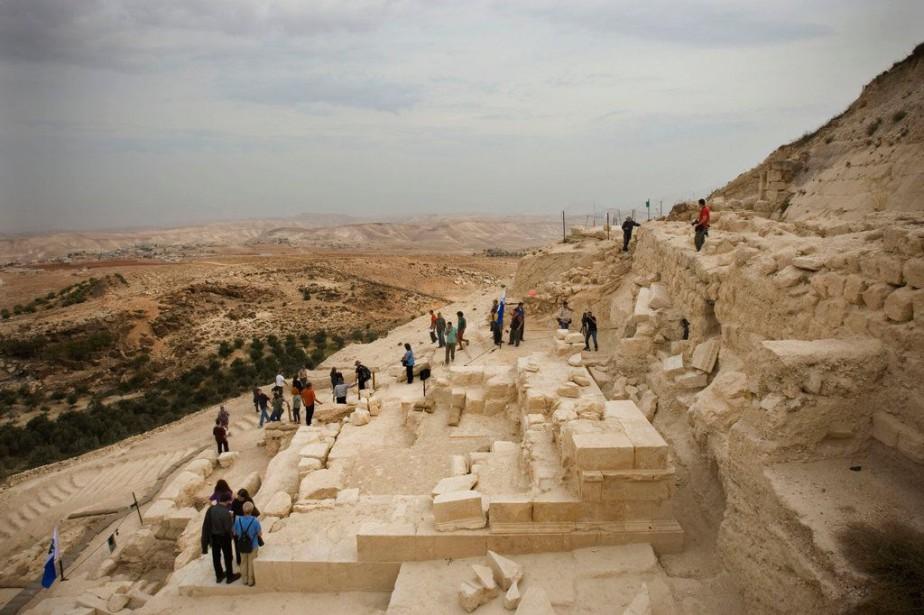 Datant d'environ de 2000ans, l'anneau, qui servait de... (Photo Bernat Armangue, AP)
