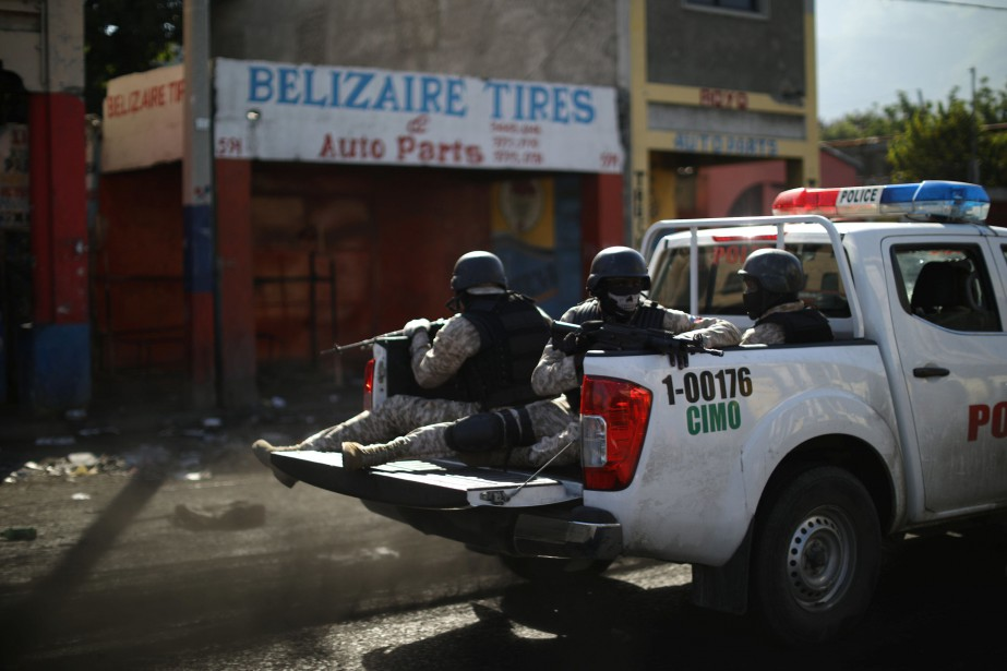 Une patrouille à Port-au-Prince.... (Photo ANDRES MARTINEZ CASARES, archives REUTERS)