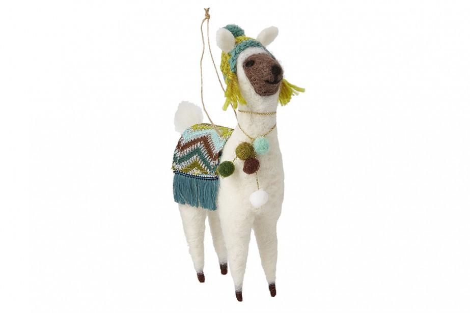 <strong>UNE TOUCHE D'HUMOUR:</strong>La cote de popularité des lamas est très élevée sur les médias sociaux. Résultat? Home Sense, entre autres, en a intégré dans sa collection de décorations de Noël. D'autres animaux saugrenus leur tiennent compagnie, dont des paresseux. (PHOTO FOURNIE PAR HOMESENSE)