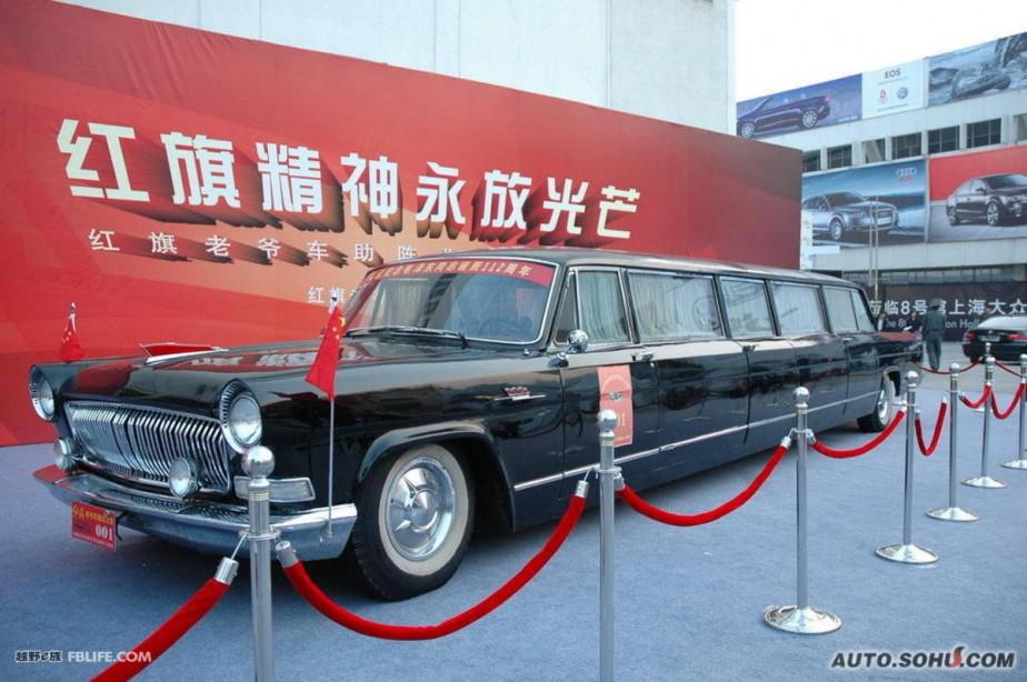 Après la Longue marche, il y a eu la Longue limousine faite par Hongqi pour Mao Tsé-Toung au milieu des années 70. Elle mesurait 10 mètres. Mao est mort en 1976 et ne l'a jamais utilisée. ()