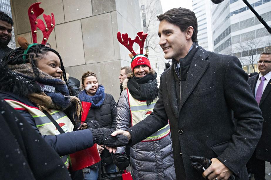 Justin Trudeau est venu saluer les bénévoles qui... (Photo Patrick Sanfaçon, La Presse)