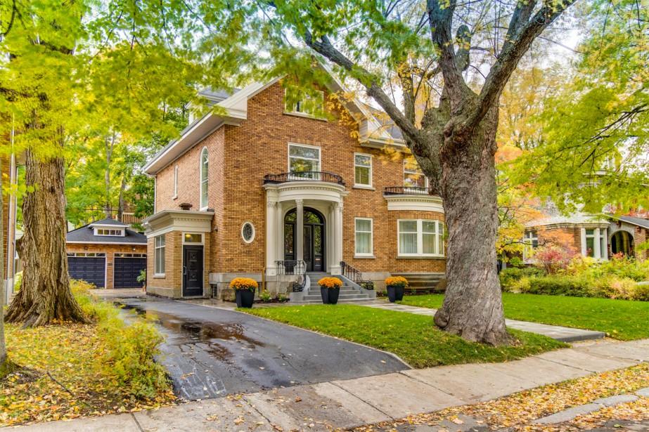 La maison située au 1110, avenue de Bougainville... (Photo fournie par Engel & Volkers Québec)