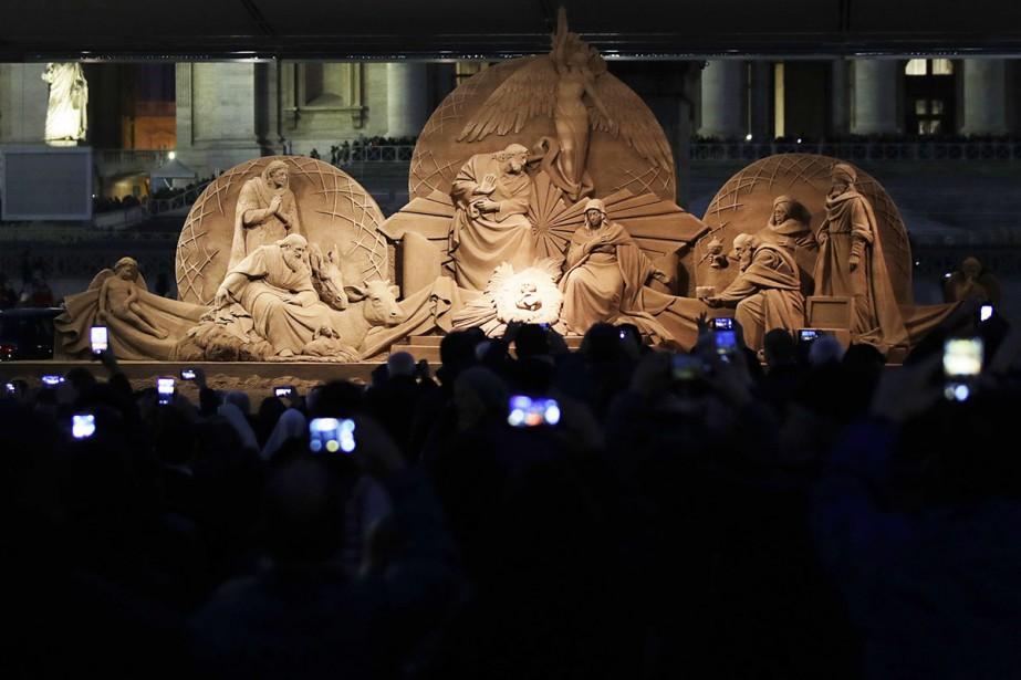 Une immense crèche grandeur nature sculptée dans le... (PhotoAlessandra Tarantino, AP)