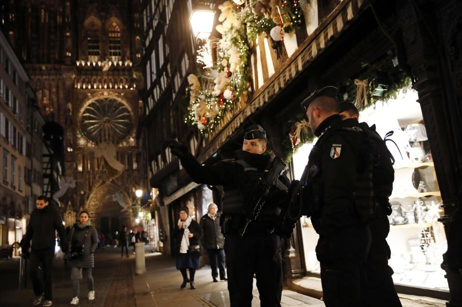 Les gendarmes patrouillent les rues de Strasbourg. «C'est... (Photo Christophe Ena, AP)