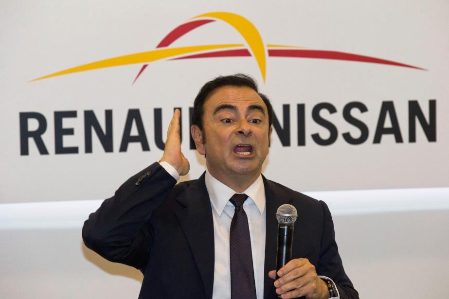 Carlos Ghosn, incarcéré au Japon pour avoir sous-estimé sa rémunération,... (Carlos Ghosn, à l'époque où il dirigeait Renault et Nissan, avant son congédiement par Nissan et son arrestation au Japon pour avoir caché des revenus émanant de Nissan. À Paris, Renault indique n'avoir découvert aucune anomalie dans le salaire qu)