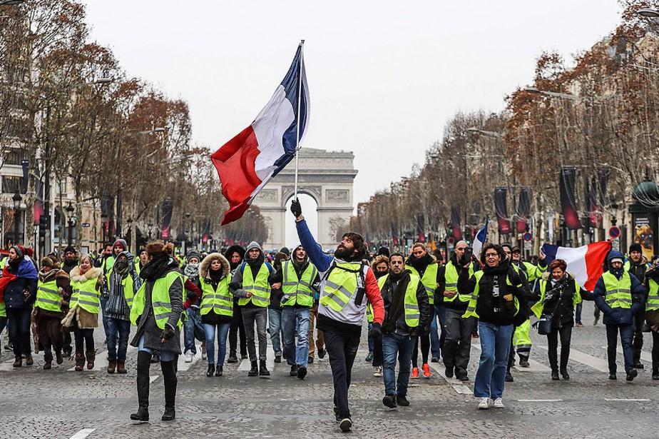 Après avoir arpenté l'avenue des Champs-Élysées, des «gilets... (Photo VALERY HACHE, Agence France-Presse)